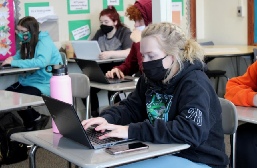 Senior Sydney Doughman focused in her work during class.